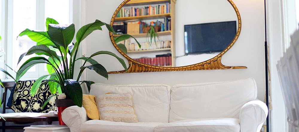 En smart placerad spegel gör att rummet ser större ut