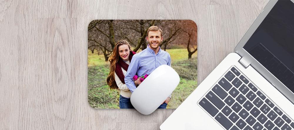 Bättre än plast: en bekväm musmatta i mikrofiber med ditt foto.