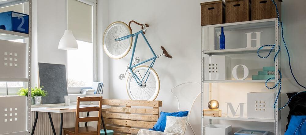 Flyttbara hyllplan är praktisk för små bostäder