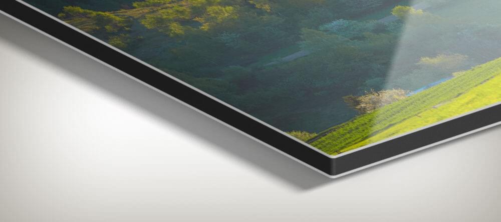 Ditt högglansiga foto på aluminium ger hög kvalitet och kommer säkert att väcka uppmärksamhet.