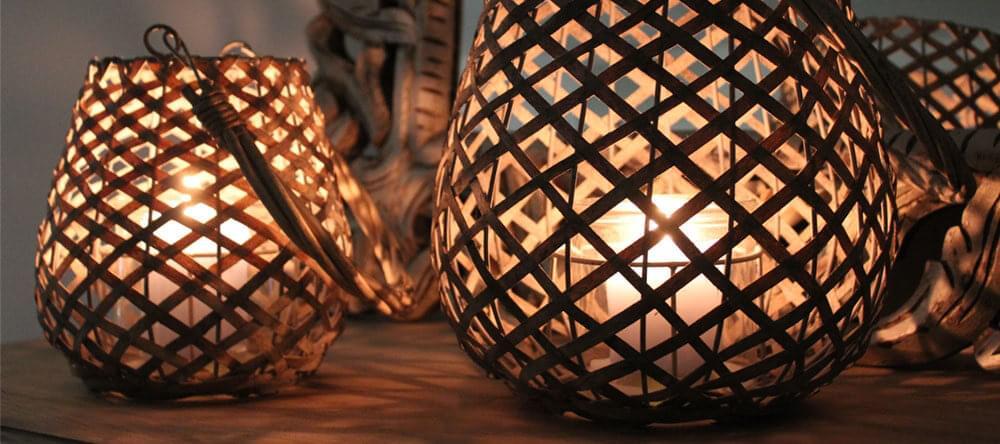 Vacker belysning är viktigt för atmosfären - prova med ljus eller lysdioder i varma färger