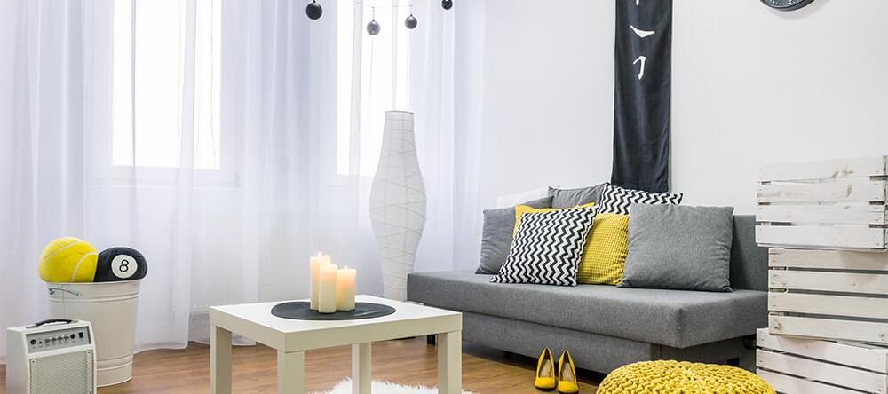 Svart och vitt fungerar tidlöst som en neutral bas för färgstarka brytningar