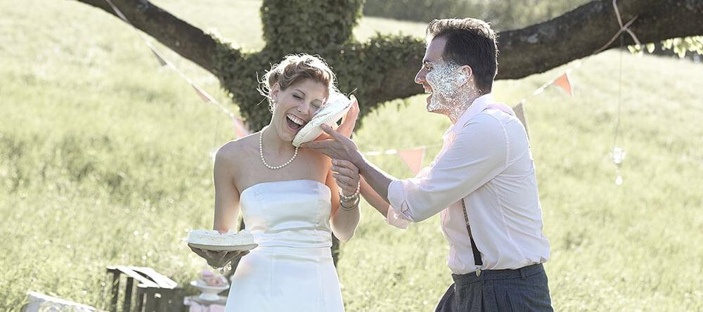 Vacker röra – Tårtkrig för nygifta!