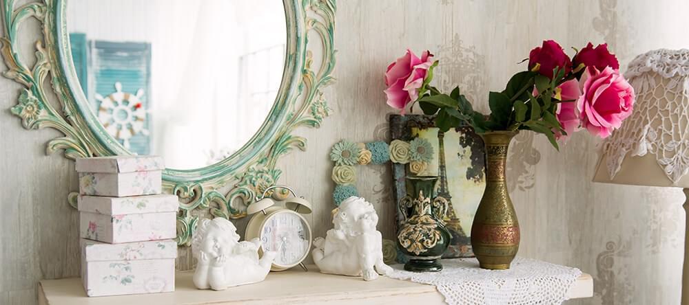 En snygg ram på din spegel gör stor inverkan på rummet