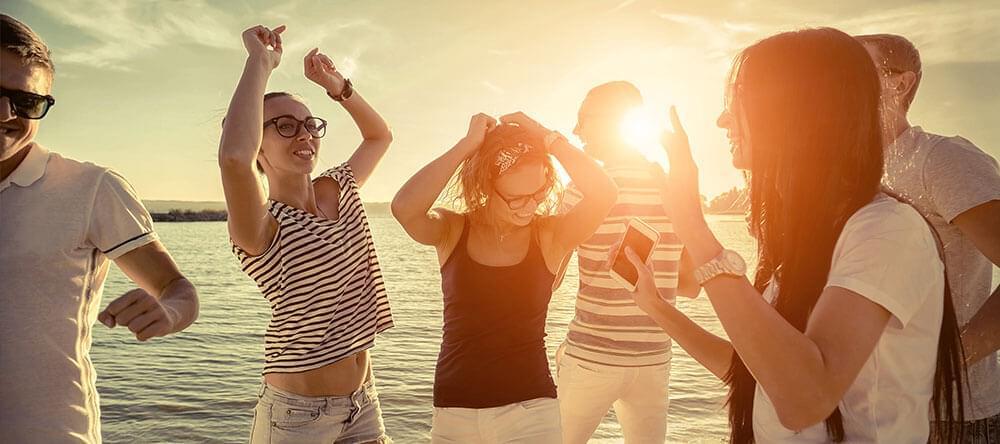 Spontana ögonblicksbilder ger en lekfull känsla till din semestersamling