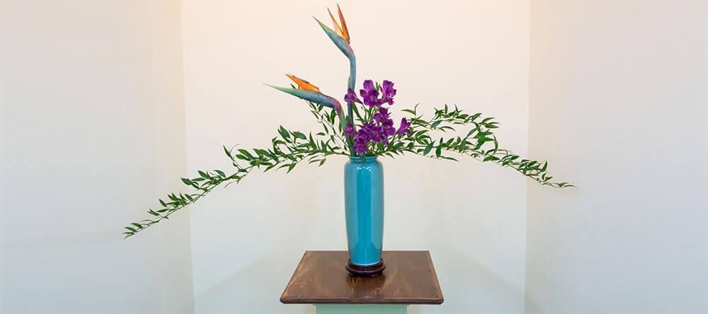 """Ikebana, den japanska blomsterarrangemangskonsten, betyder bokstavligen, """"ge liv åt blommor"""""""