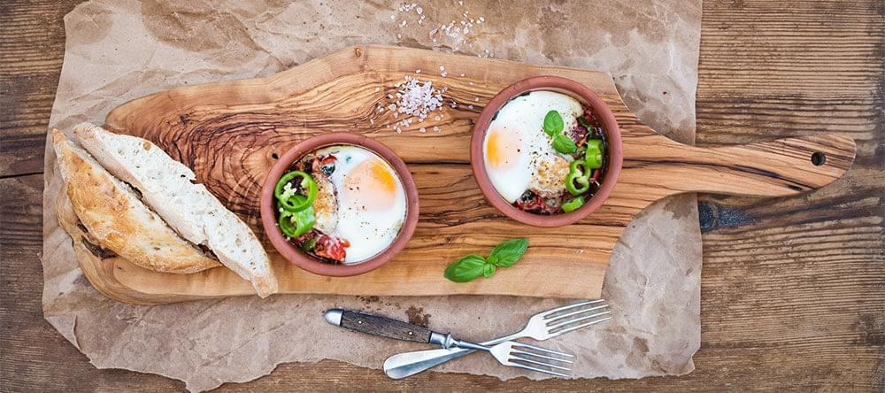 Skålar, koppar, krukor: terrakotta är framför allt populärt runt matbordet