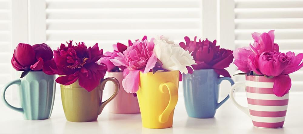 Är vaser för tråkigt? Med flaskor och skålar kan du följa dagens trend