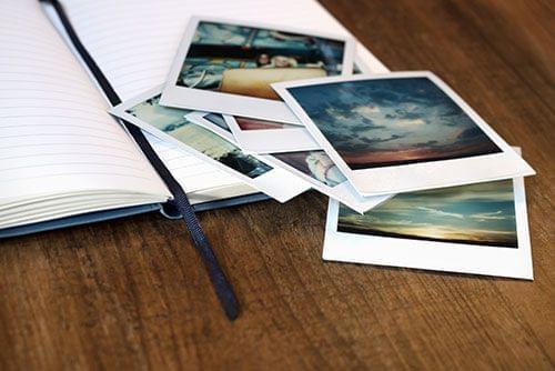 Analoge foto's zijn charmant – bij ons kun je digitale foto's in retro-print laten afdrukken: jouw afbeeldingen