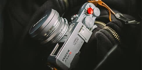 Fujifilm Kamera auf der Jacke