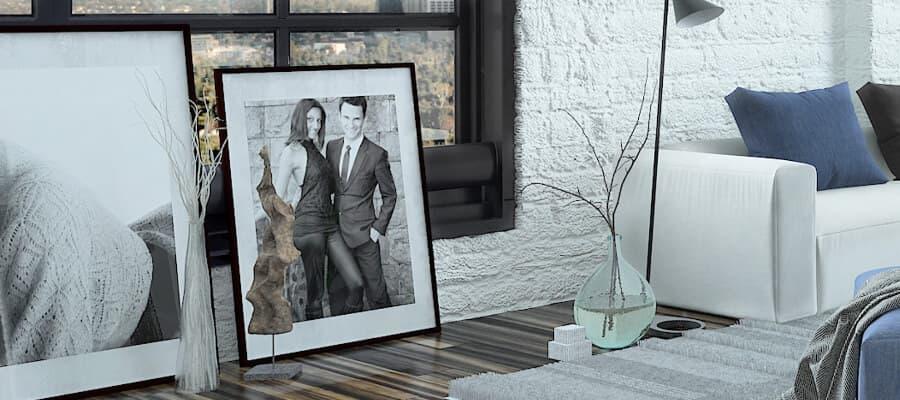 Sehr modern und ideal für große Räume: Bilder auf dem Boden statt aufgehängt