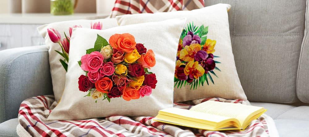 Dekoriere einfach und individuell mit Blumenmotiven auf Fotokissen