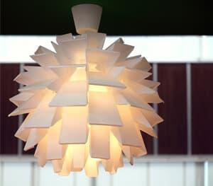 Lampe als Dekor in geometrischer Form