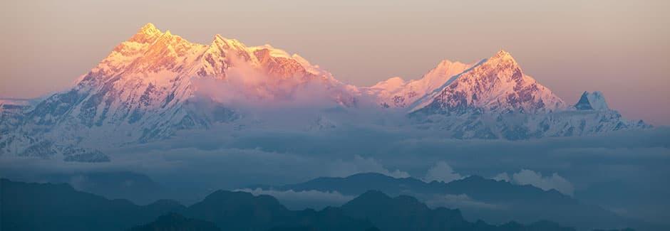 Landschaft mit Bergspitzen