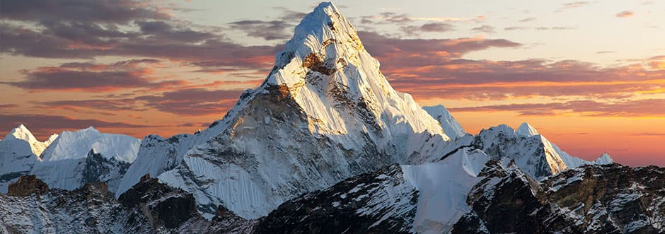 Mittig platzierter Berg