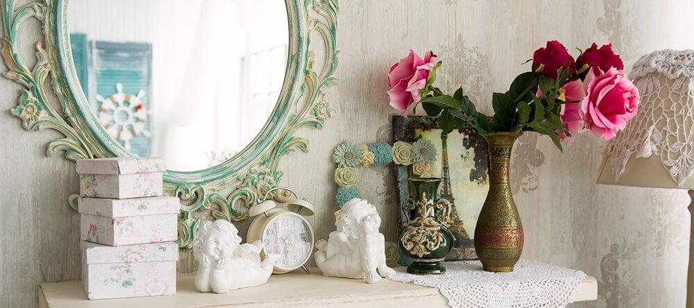 Un marco diferente en tu espejo puede tener un gran efecto decorativo en tu habitación