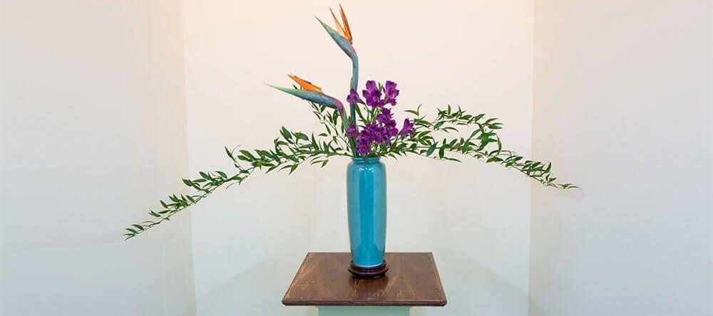 """El arte floral japonés del ikebana literalmente significa """"flores vivas"""""""