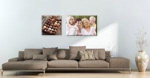 Combina las decoraciones de pared con los muebles